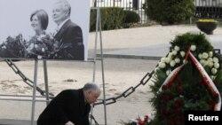 Брат покойного президента Ярослав Качиньский на месте трагедии