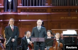 Vladimir Putin și Valeri Gergiev la ceremonia de deschidere a Concursul Ceaikovski în 2011
