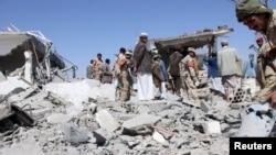 خسارات وارده به فرودگاه صنعا در جریان بمباران آن توسط ائتلاف به رهبری عربستان