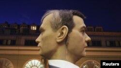 Voštane skulpture predsjednika Dmitri Medvdeva i premijera Putina u muzeju voštanih figura u St. Petersburgu