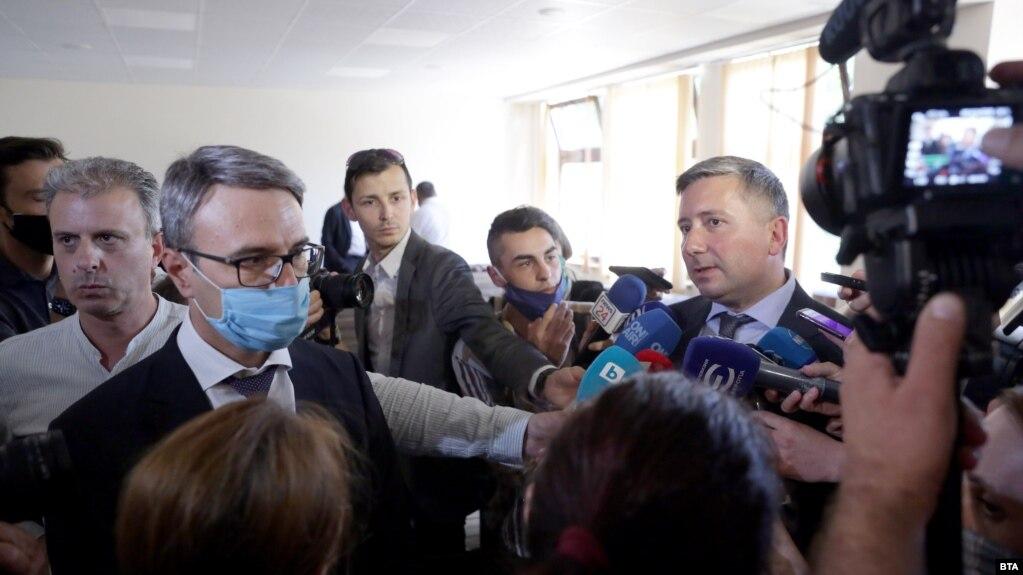 Трайчо Трайков и Иво Прокопиев след обявяването на оправдателните им присъди