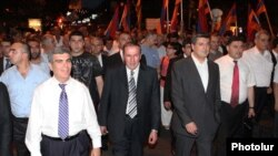 Armenia - Opposition leader Levon Ter-Petrosian (C) leads a street demonstration in Yerevan, 31Jun2011.