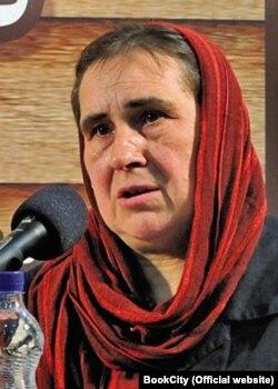 آنا کراسنووُلسکا در نشستی در شهر کتاب تهران