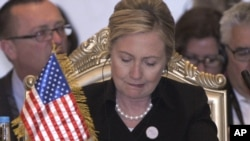 Абу-Даби: госсекретарь США Хилари Клинтон на заседании Международной контактной группы по Ливии