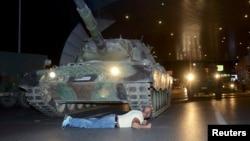 Попытка военного переворота в Турции привела к военному положению длиной в два года