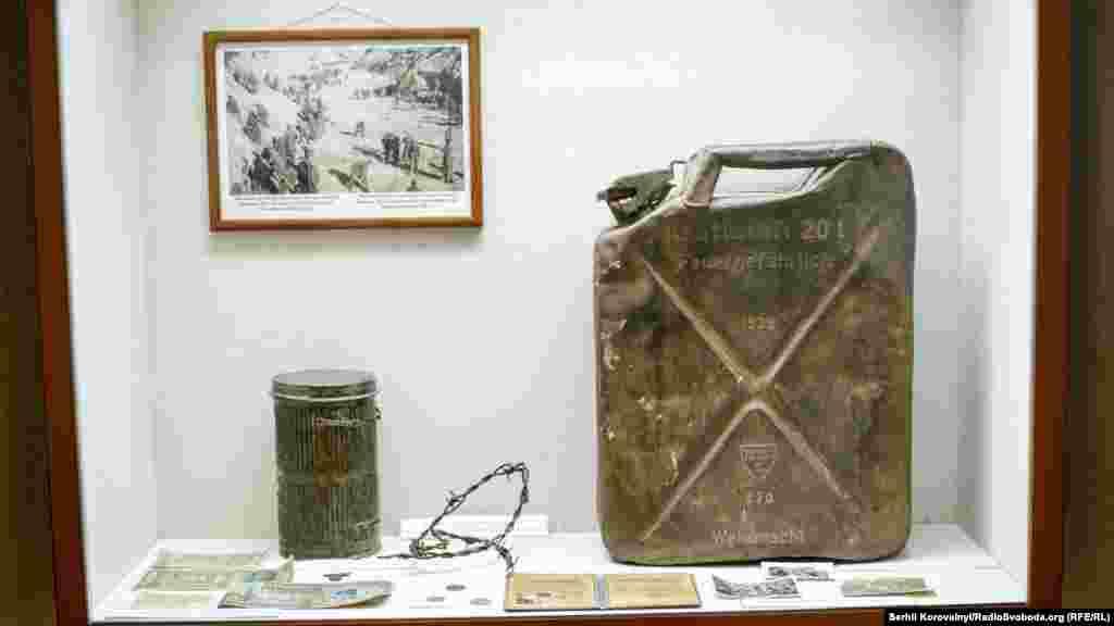 Речі, які використовували німці під час скоєння своїх злочинів. Зокрема, ця каністра з бензином була потрібна для спалювання трупів