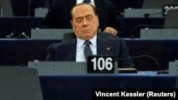 Лікар Берлусконі заявив, що колишній прем'єр переносить хворобу безсимптомно