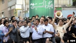 Supporters of Mir-Hossein Moussavi connect a mobile phone to an amplifier so protesters can hear Musavi addressing them near Ghoba mosque in Tehran, 28 Jun2009