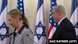 دیدار بنیامین نتانیاهو و وزیر خارجه کلینتون در پاییز ۹۱ در بیتالمقدس. نخستوزیر اسرائیل قرار است روز یکشنبه علاوه بر خانم کلینتون با دونالد ترامپ هم دیدار کند