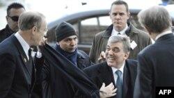 Tурскиот претседател Абдула Ѓул при пристигнувањето во Стокхолм