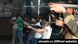 Занятие по обращению с оружием для симферопольских подростков