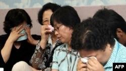 اقوام گروگان های کره ای در انتظار شنيدن خبر جديدی از بستگان خود هستند.