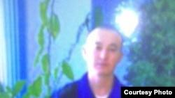 Муж беженки-мусульманки Алии Артыкбаевой - Адильжан Муздыбаев - признан узником совести, участник общины «Чистая вера». Сидит в тюрьме с 2005 года.