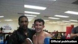 Боксчи Баходир Мамажонов тренери Кен Ричардсон билан.