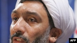 به رغم گروگان گيری روز يکشنبه، وزير کشور ايران گفت:«جرايم امنيتی در دو استان خوزستان و سيستان و بلوچستان که کانون اين اقدامات تروريستی بوده، طبق آمار کاهش يافته است.»