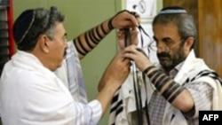 دست کم بیست و پنج هزار یهودی در ایران زندگی می کنند