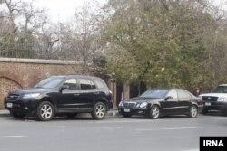 خودروهای دیپلماتیک روز پنجشنبه در مقابل باغ قلهک