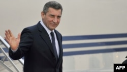 Former General Ante Gotovina waves as he arrives at Zagreb's airport in November 2012.