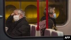 Уряд Чехії розширив коло осіб, яким можна не вдягати захисні маски в громадських місцях
