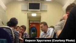 Навальный в поезде по пути в Киров
