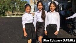 Окуучулар. Бишкек. 1-сентябрь.