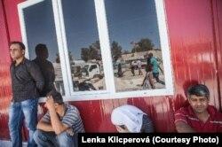 Курды у пограничного пункта на турецко-сирийской границе