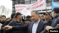 The interim government says former President Kurmanbek Bakiev cannot escape justice.