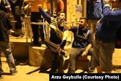 """Фанаты """"Фенербахче"""" пьют пиво и скандируют лозунги против Эрдогана"""