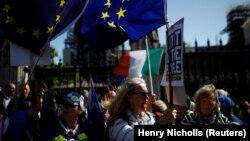 Противники «Брекзиту» перед парламентом у Вестмінстері, Лондон, Велика Британія, 4 вересня 2019 року
