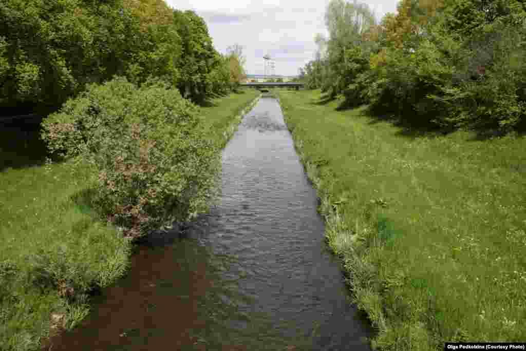 Бриг - более протяженная из двух речушек, образующих Дунай - берет исток у местечка Фуртванген. Если считать, что Дунай рожден Брегом, его протяженность составляет 2888 километров