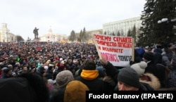 Several thousand people attended a rally in Kemerovo on March 27 to demand a full probe into the fire and to call for the ouster of Governor Aman Tuleyev.