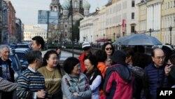 Туристы из Китая в Санкт-Петербурге.