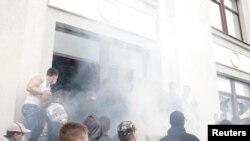 Захоплення будівлі облдержадміністрації в Луганську, 29 квітня 2014 року