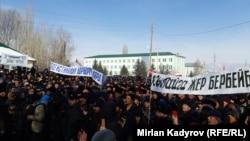 Акция протеста в селе Ат-Баши. Нарынская область, Кыргызстан, 17 февраля 2020 года.