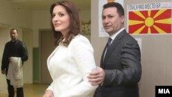 Премиерот Никола Груевски со својата сопруга гласаше во вториот круг од Локалните избори 2013.