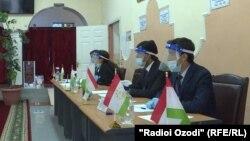 Голосование на выборах президента Таджикистана в городе Душанбе, 11 октября 2020 года.