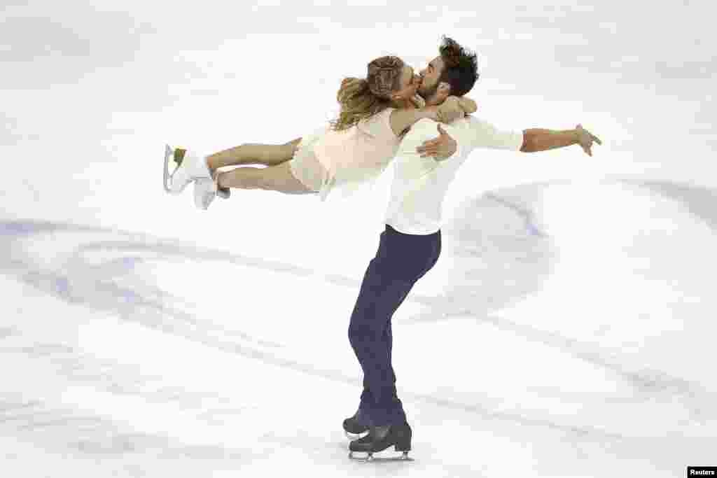 France's Gabriella Papadakis and Guillaume Cizeron compete at the World Figure Skating Championship in Shanghai on March 27 (Reuters/​Aly Song)