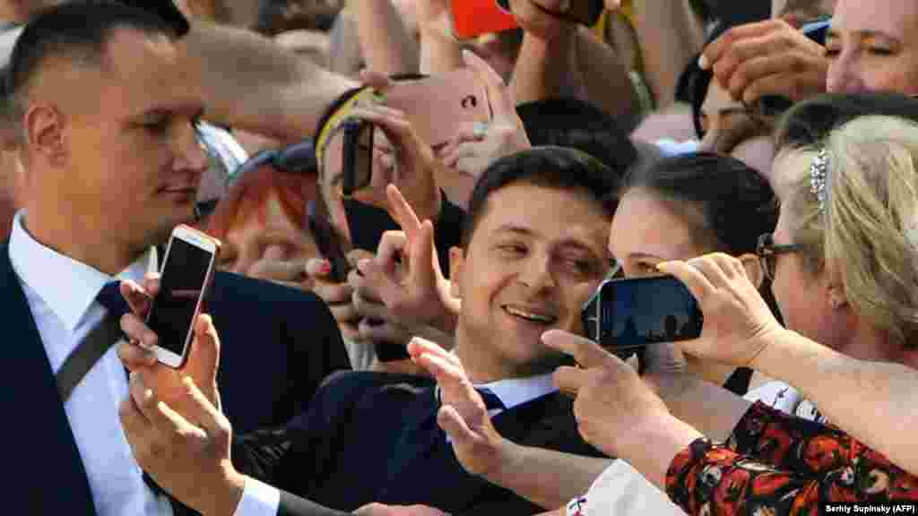 UKRAINE -- Ukrainian president-elect Volodymyr Zelenskiy takes selfie pictures with supporters prior to his inauguration ceremony at the parliament in Kyiv, May 20, 2019