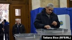 Голосование на выборах президента в Молдове.