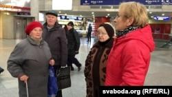 Затрыманыя Алена Федаровіч, Барыс Бабко, Любоў Санкевіч, Валянціна Каваленка (зьлева направа)