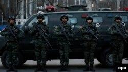 نیروهای امنیتی چین در محله سانلیتون