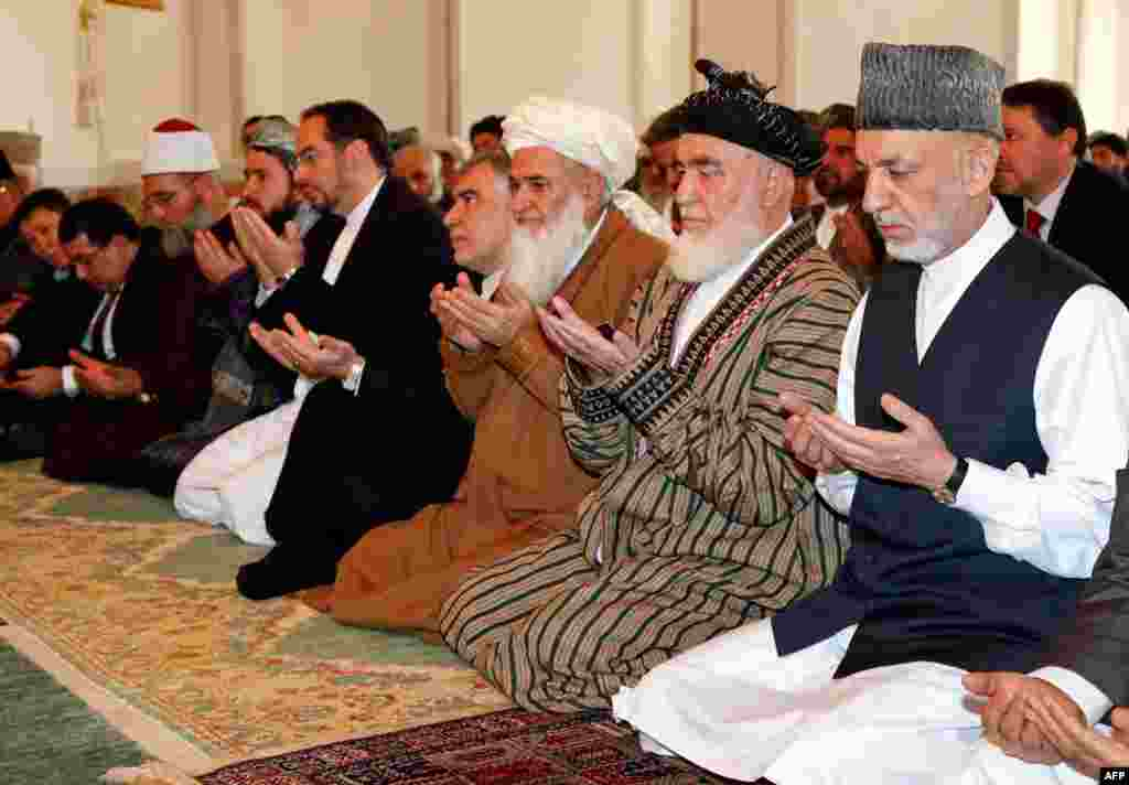 Afghan President Hamid Karzai (rights) attends Eid prayers at the Presidential Palace Mosque in Kabul.