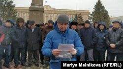 Митинг владельцев автомобилей с иностранными номерами на центральной площади Уральска. 31 января 2020 года.