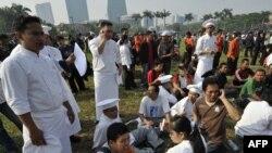 Персонал и жителей отеля Ритц-Карлтон в Джакарте эвакуировали из здания