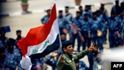 Newly recruited Iraqi Army troops gather in the southern city of Najaf, June 18, 2014