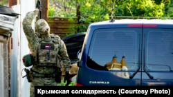 Обшук російських силовиків у Жовтневому 7 липня 2020 року