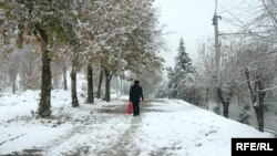 Барфи нахустини имсола дар Душанбе