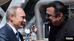 Владимир Путин и Стивен Сигал. Архивное фото