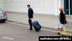 Özbegistan türkmen raýatlaryna degişli bolan wiza düzgünlerini sadalaşdyrýar