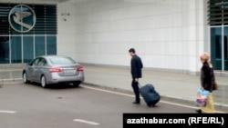 В международном аэропорту Ашхабада (иллюстрация)
